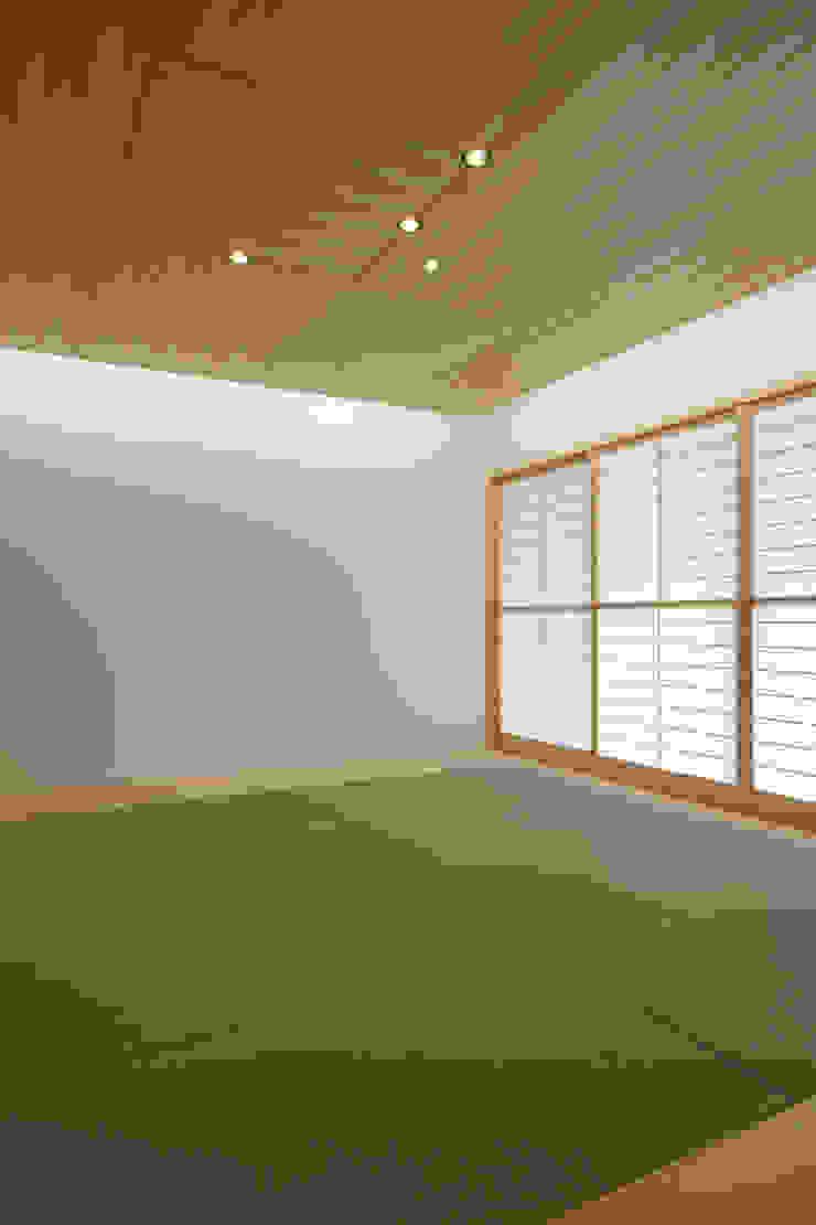 谷原新田の家 クラシックデザインの 多目的室 の TAMAI ATELIER クラシック