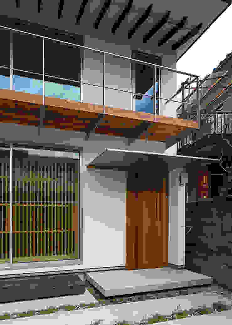 アプローチ・玄関 オリジナルな 家 の 河合建築デザイン事務所 オリジナル