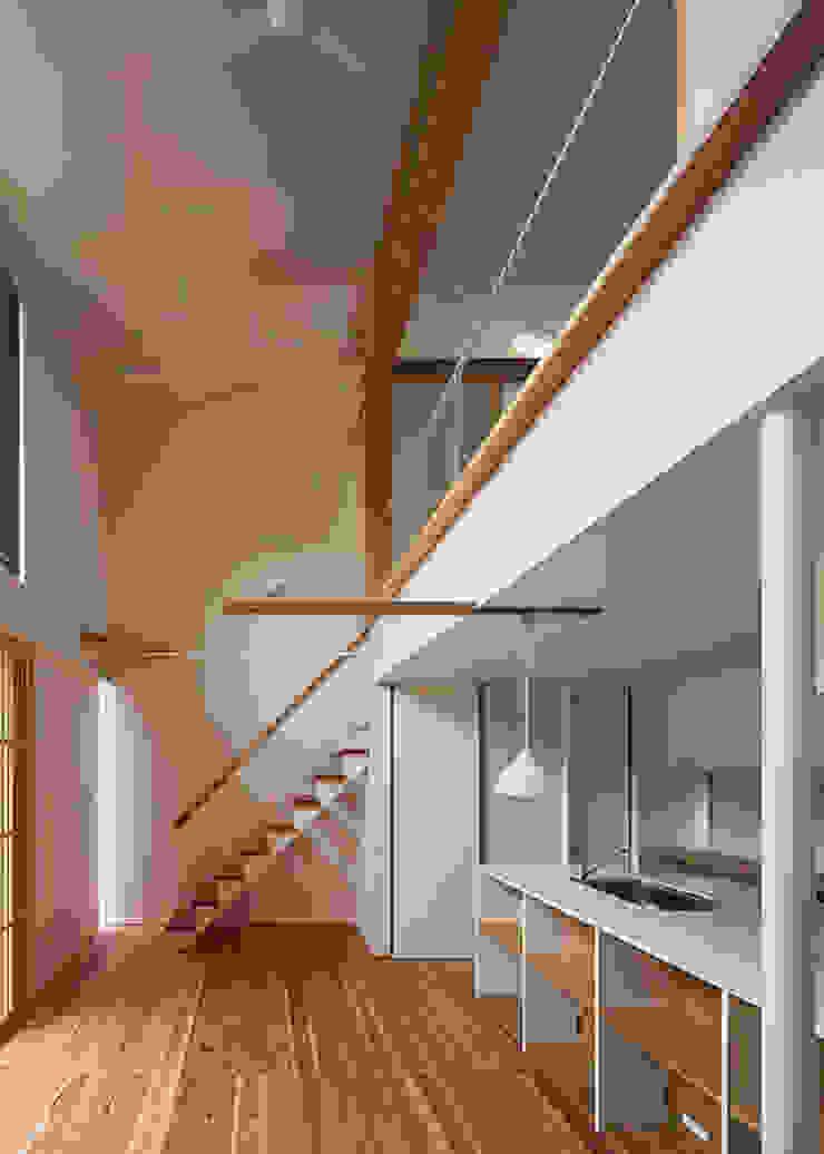 広間・吹抜と階段 オリジナルデザインの リビング の 河合建築デザイン事務所 オリジナル