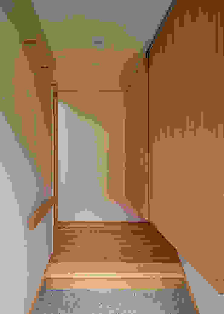 玄関と吊り下駄箱 オリジナルスタイルの 玄関&廊下&階段 の 河合建築デザイン事務所 オリジナル