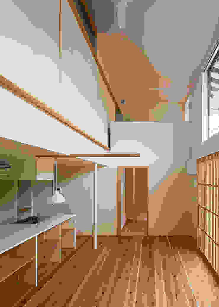 広間・吹抜と2階書斎 オリジナルデザインの リビング の 河合建築デザイン事務所 オリジナル