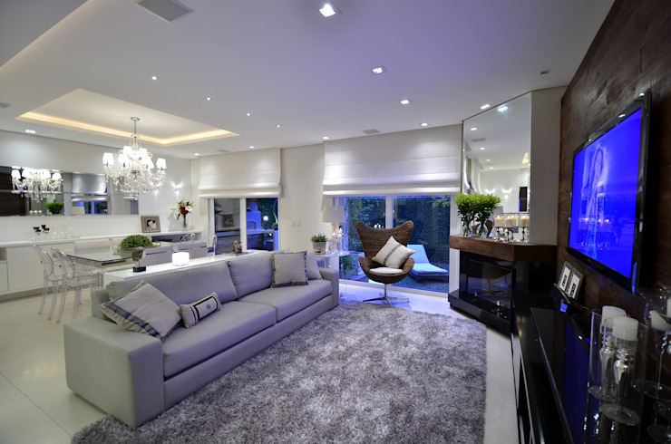 غرفة المعيشة تنفيذ Tania Bertolucci  de Souza  |  Arquitetos Associados,