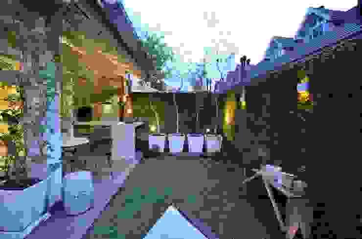 Jardin de style  par Tania Bertolucci  de Souza  |  Arquitetos Associados,
