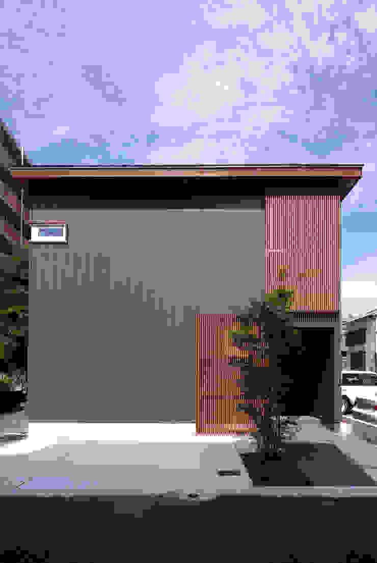 Moderne Häuser von アトリエ イデ 一級建築士事務所 Modern
