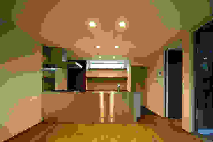 Moderne Küchen von アトリエ イデ 一級建築士事務所 Modern