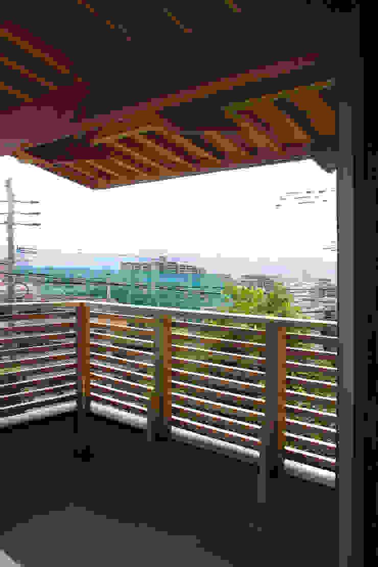 輝国の家 モダンデザインの テラス の アトリエ イデ 一級建築士事務所 モダン