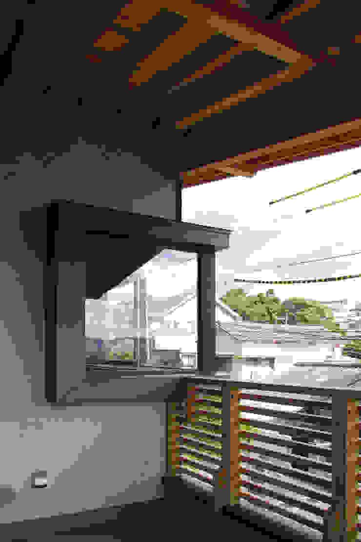 輝国の家 モダンな 窓&ドア の アトリエ イデ 一級建築士事務所 モダン
