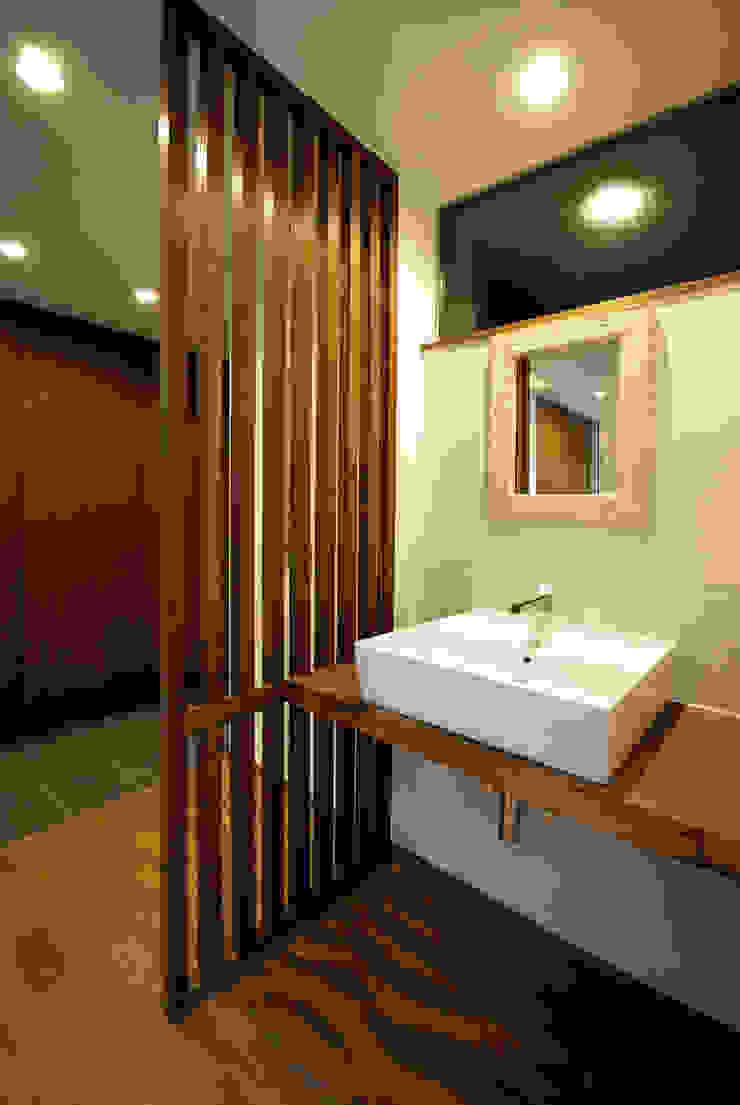 Moderne Badezimmer von アトリエ イデ 一級建築士事務所 Modern