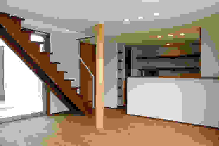 輝国の家 モダンデザインの リビング の アトリエ イデ 一級建築士事務所 モダン