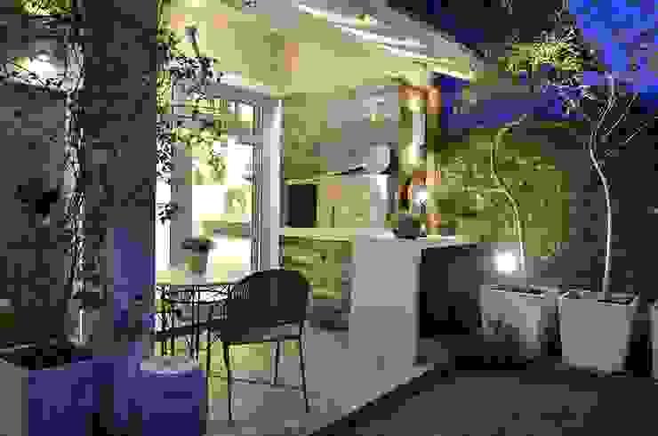Balcone, Veranda & Terrazza in stile moderno di Tania Bertolucci de Souza | Arquitetos Associados Moderno