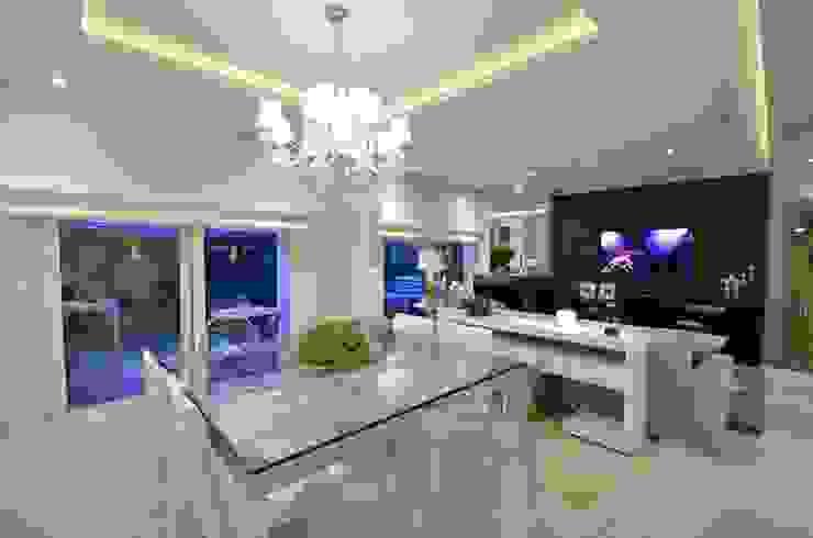 Salle à manger moderne par Tania Bertolucci de Souza | Arquitetos Associados Moderne