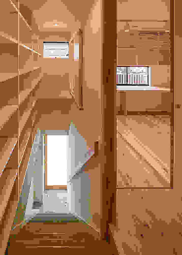 2階 土間玄関 河合建築デザイン事務所 オリジナルスタイルの 玄関&廊下&階段