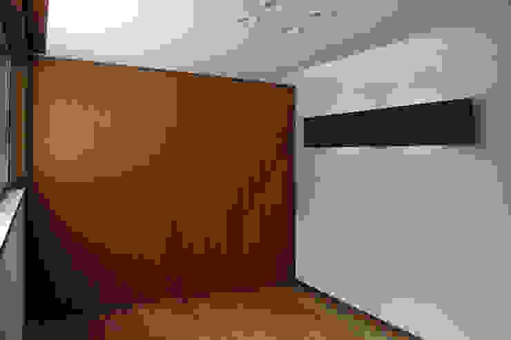 輝国の家 モダンスタイルの寝室 の アトリエ イデ 一級建築士事務所 モダン