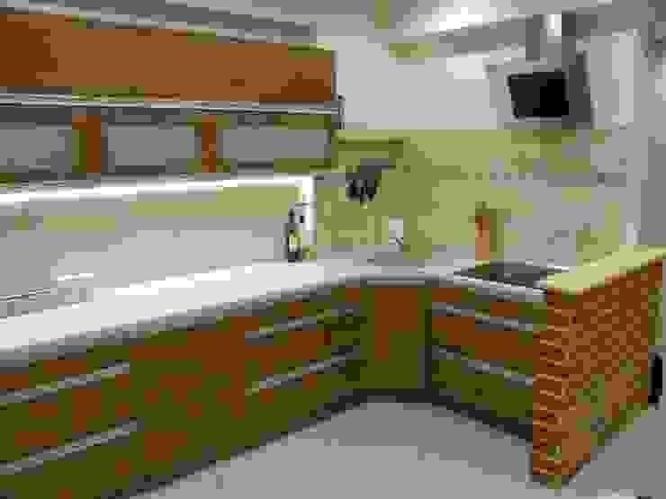 Nowoczesne meble kuchenne z cegłą rustykalną Nowoczesna kuchnia od FILMAR meble Nowoczesny