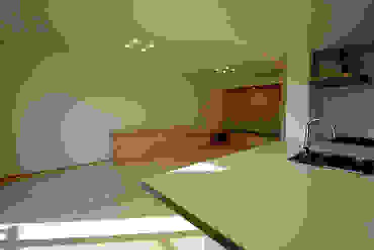 内膳町の家 モダンデザインの リビング の アトリエ イデ 一級建築士事務所 モダン