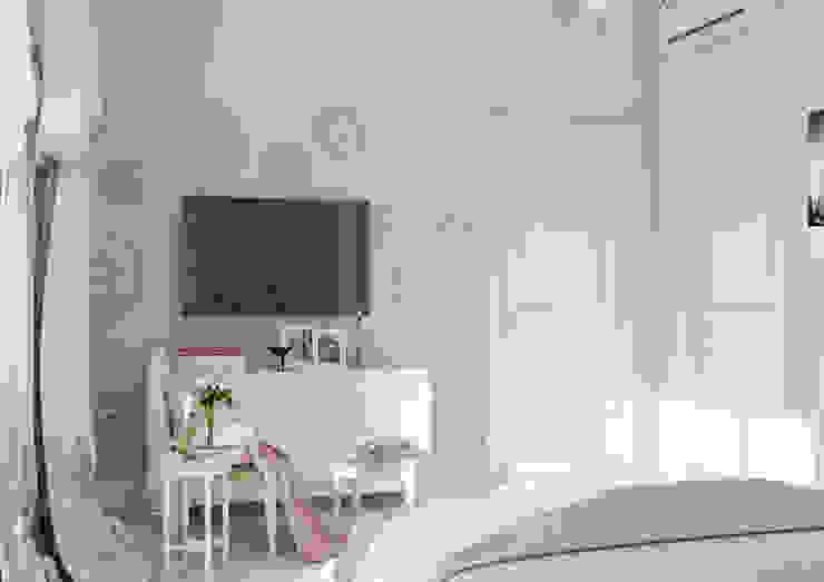 """Дизайн коттеджа """" Воздушный зефир"""" Спальня в классическом стиле от Samarina projects Классический"""
