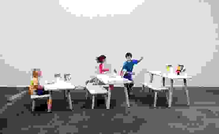 growing table von pure position homify KinderzimmerSchreibtische und Stühle