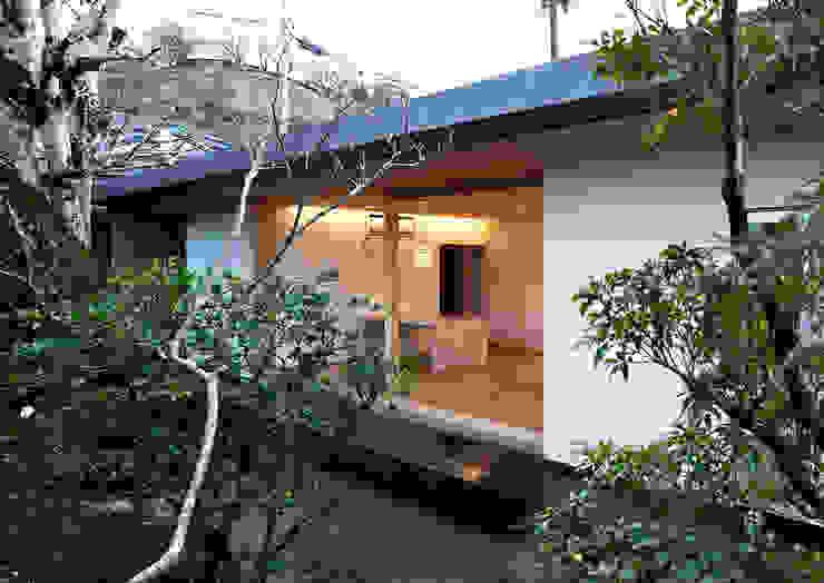 Rumah Modern Oleh ISDアーキテクト/一級建築士事務所 Modern Aluminium/Seng