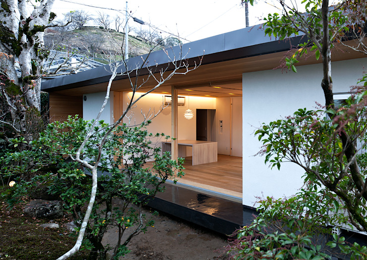 Modern houses by ISDアーキテクト/一級建築士事務所 Modern Aluminium/Zinc