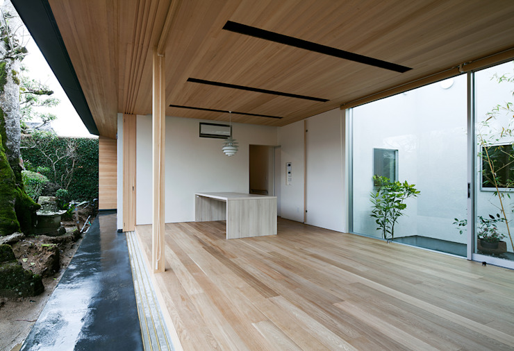 Modern Living Room by ISDアーキテクト/一級建築士事務所 Modern Wood Wood effect