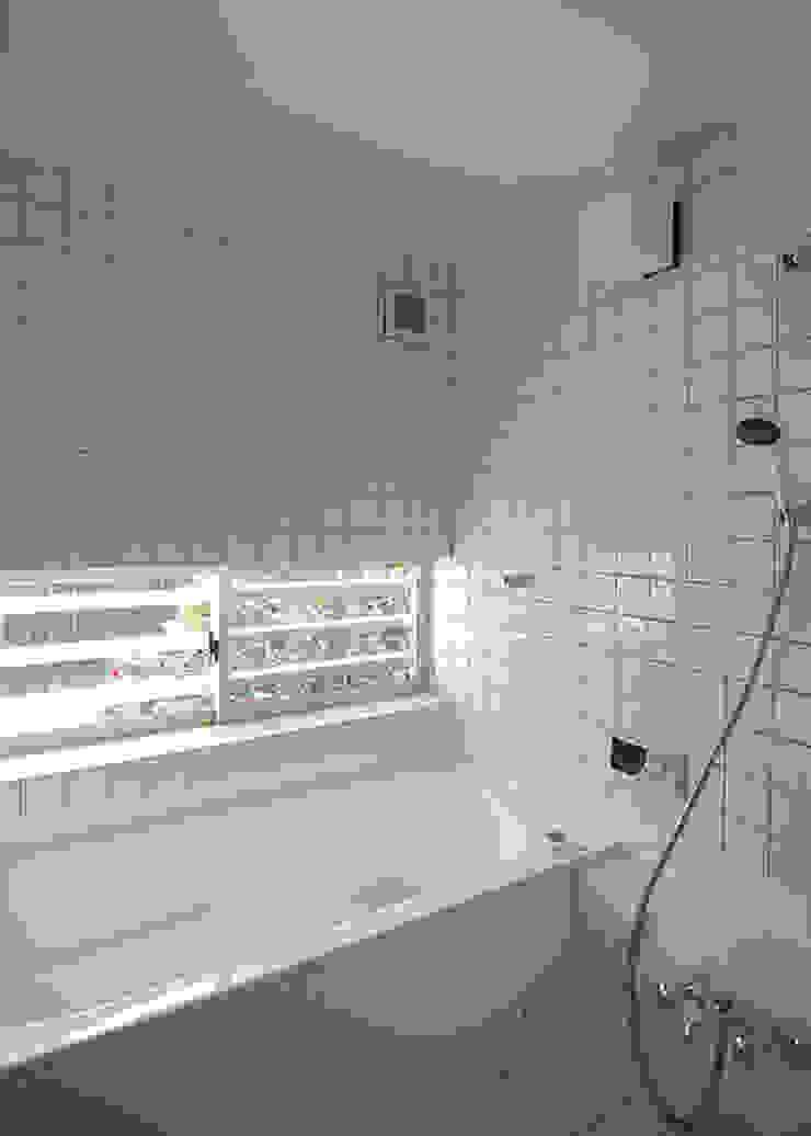ハーフユニットバスを利用した浴室 モダンスタイルの お風呂 の 河合建築デザイン事務所 モダン