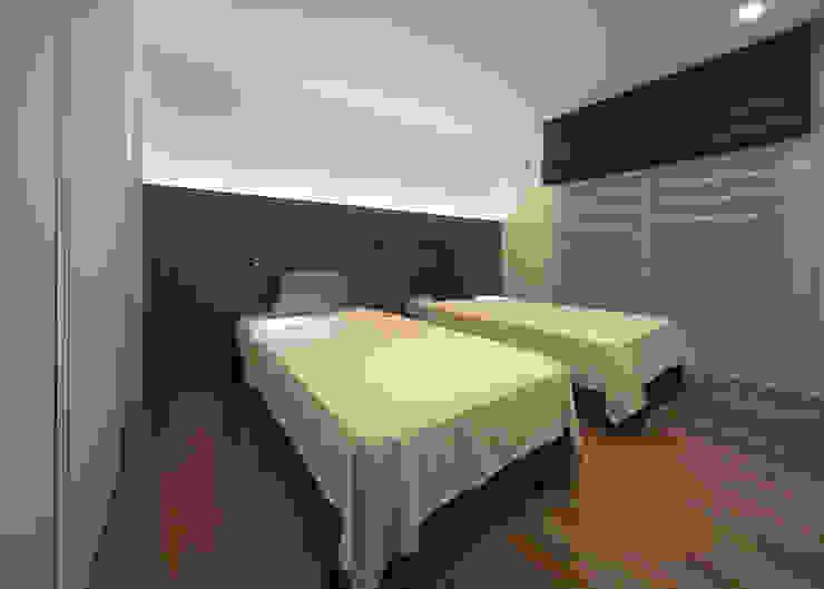 ISDアーキテクト一級建築士事務所 Modern Bedroom Wood Brown