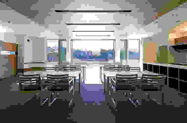 Кабинеты врачей в стиле модерн от ISDアーキテクト/一級建築士事務所 Модерн