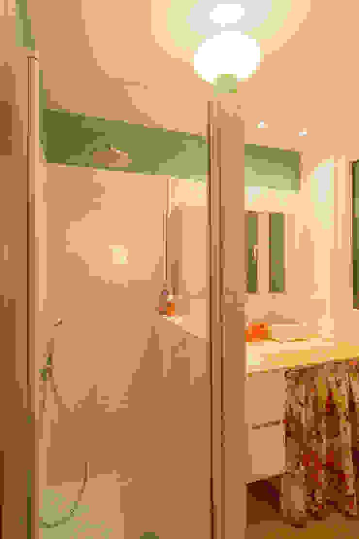 Scandinavian style bathroom by Apal Estudio Scandinavian