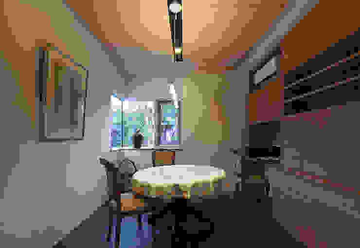 応接室 モダンデザインの 多目的室 の ISDアーキテクト/一級建築士事務所 モダン 木 木目調