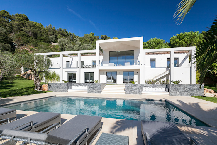 Villa South of France Exterior Case moderne di Urban Cape Interiors Moderno