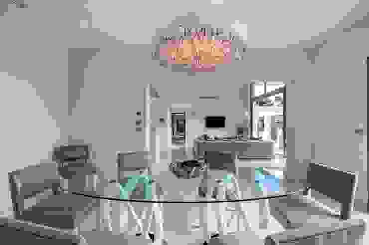 Villa South of France Interior Dining Room Comedores modernos de Urban Cape Interiors Moderno