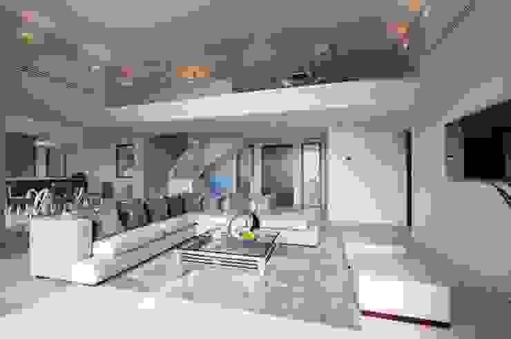 Villa South of France Interior Living Space Livings modernos: Ideas, imágenes y decoración de Urban Cape Interiors Moderno