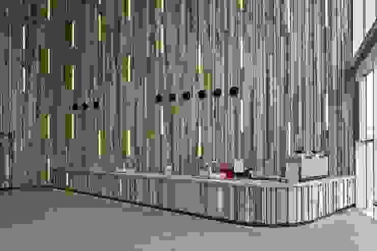 Massief houten systemen Moderne exhibitieruimten van Derako International B.V. Modern