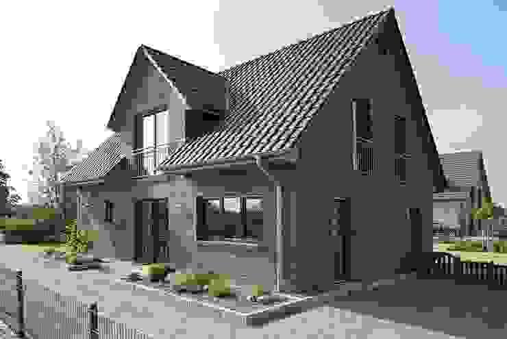Houses by Heinz von Heiden GmbH Massivhäuser,