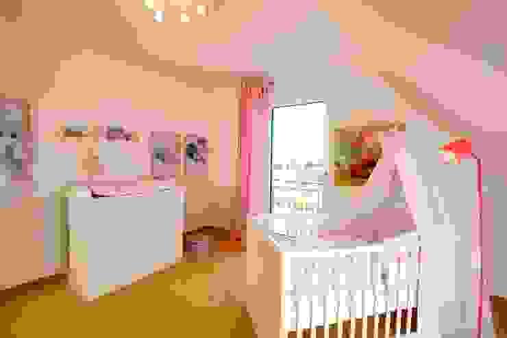 Für den nachwuchs gibt es im klassischen Satteldachhaus ausreichend Platz. Klassische Kinderzimmer von Heinz von Heiden GmbH Massivhäuser Klassisch