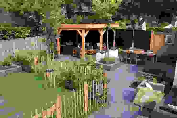 Sfeervolle lounge tuin:  Tuin door Visser Tuinen, Landelijk