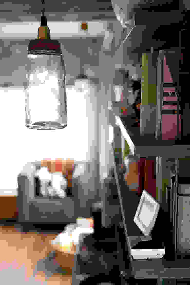 光あふれるビンテージな住まい: 株式会社スタイル工房が手掛けた折衷的なです。,オリジナル