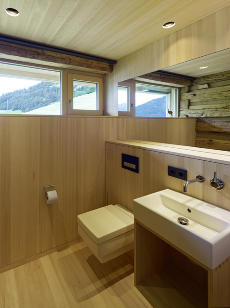 Country style bathrooms by HAMMERER Architekten GmbH/SIA Country