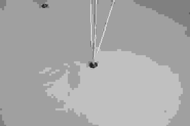 Grijze betonlook gietvloer in eetkamer Moderne eetkamers van Motion Gietvloeren Modern