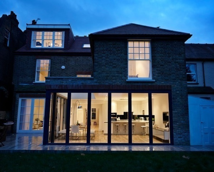 Suburban Family Home - Ealing Broadway, London Finestre & Porte in stile classico di Hugo Carter - SILENT WINDOWS Classico