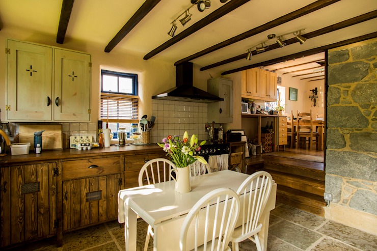 Fig Tree Cottage Rustic style kitchen by CCD Architects Rustic