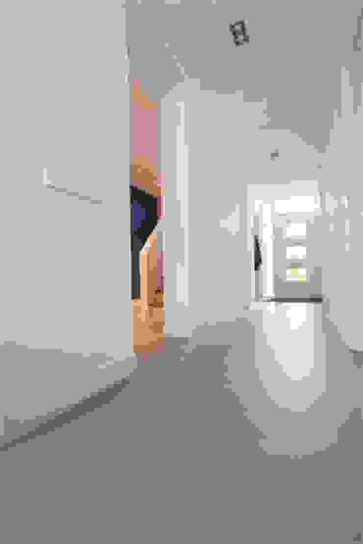 Betonlook gietvloer in entree Landelijke gangen, hallen & trappenhuizen van Motion Gietvloeren Landelijk