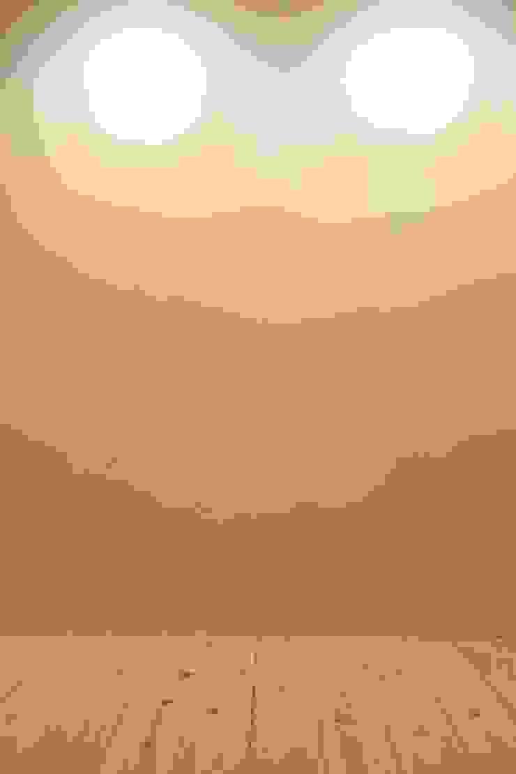 足利のリノベーション 壁 モダンデザインの 多目的室 の 鈴木隆之建築設計事務所 モダン