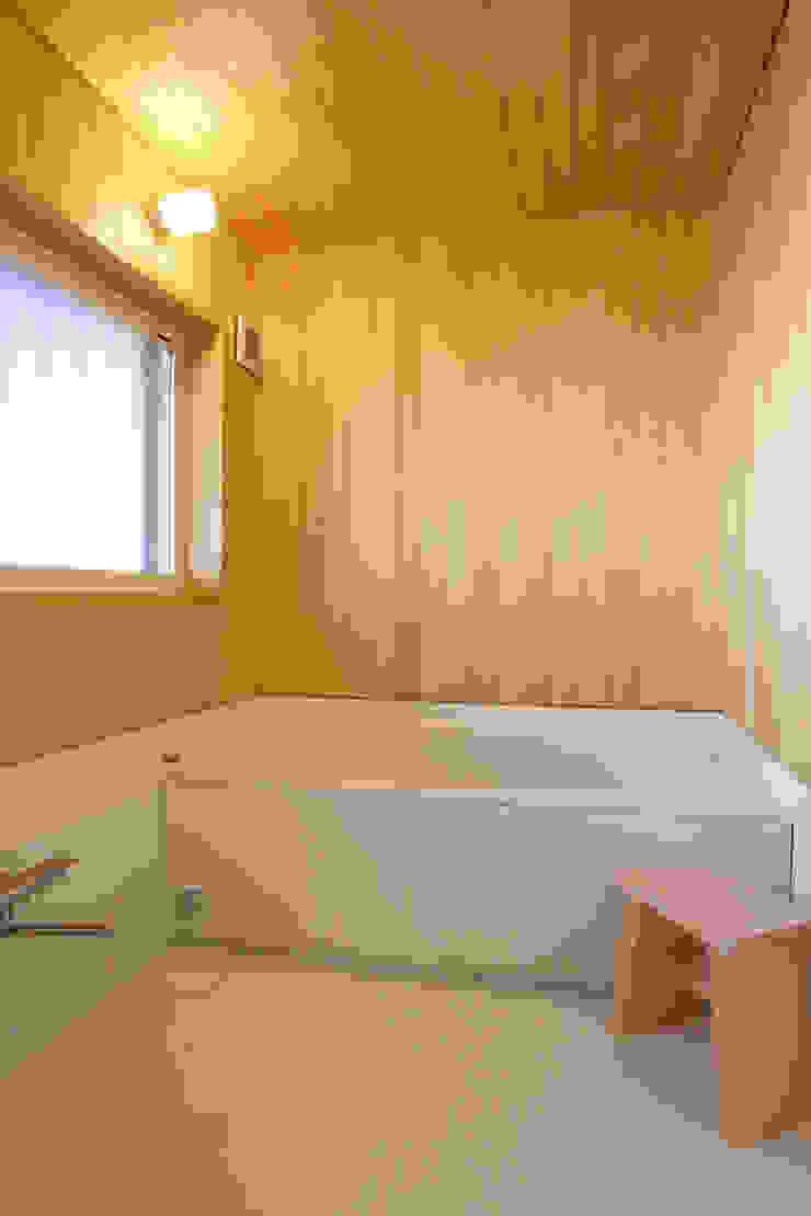足利のリノベーション 浴室 北欧スタイルの お風呂・バスルーム の 鈴木隆之建築設計事務所 北欧