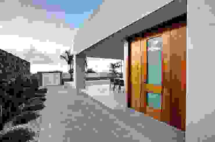 Correa + Estévez Arquitectura - Vivienda en la Quinta: Ventanas de estilo  de CORREA + ESTEVEZ ARQUITECTURA, Moderno