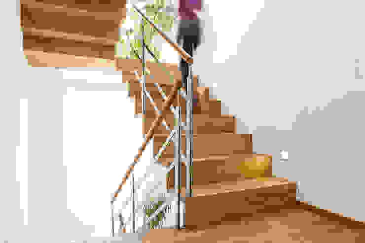 Faltwerktreppe Holzmanufaktur Ballert e.K. Moderner Flur, Diele & Treppenhaus