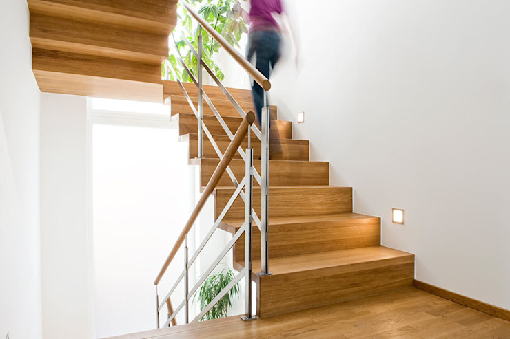 Holzmanufaktur Ballert e.K. モダンスタイルの 玄関&廊下&階段