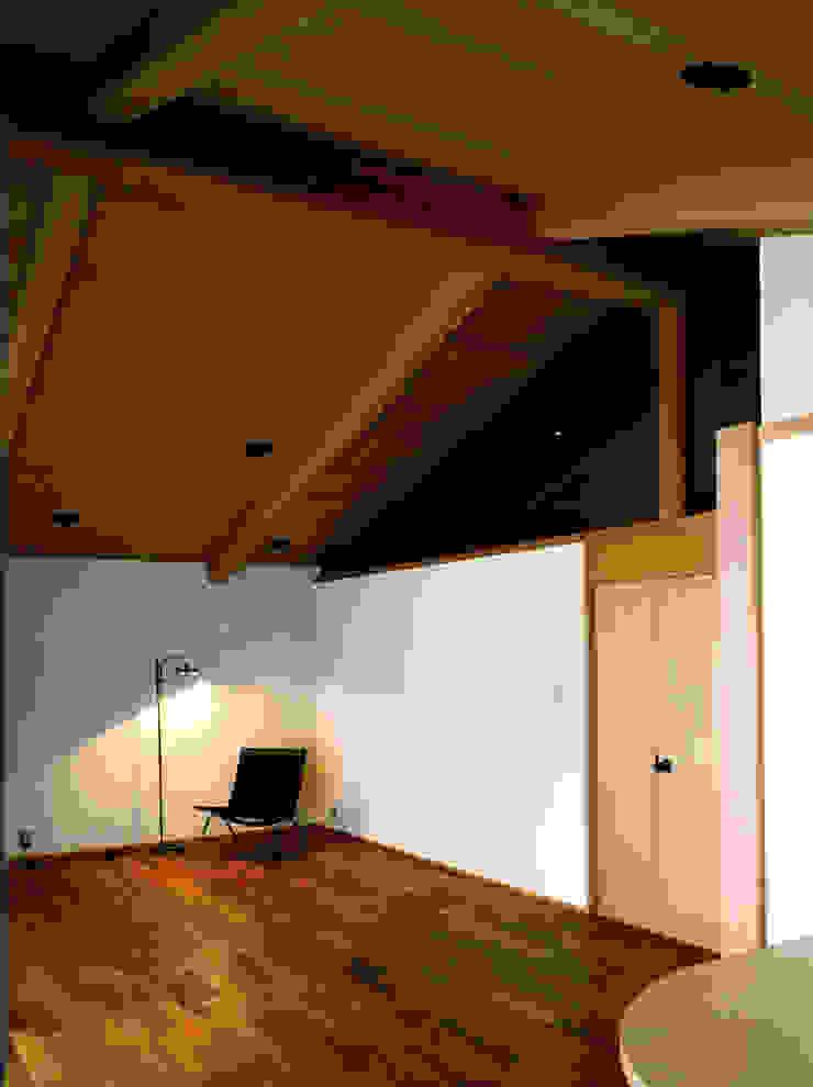 伽留羅-世田谷の事務所併用住宅- オリジナルデザインの リビング の 松井建築研究所 オリジナル