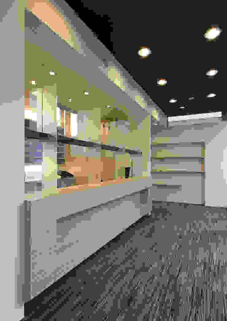 のぞみ薬局Ⅲ モダンな商業空間 の ISDアーキテクト/一級建築士事務所 モダン