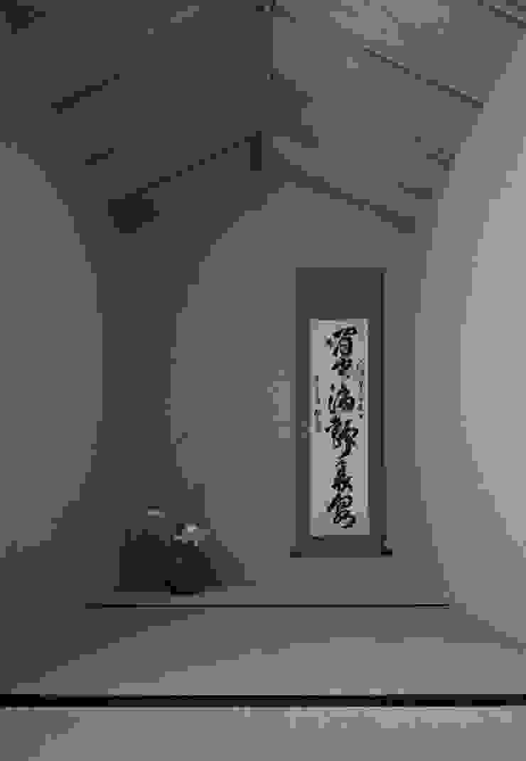 舞踏家の家 オリジナルデザインの 多目的室 の 松井建築研究所 オリジナル